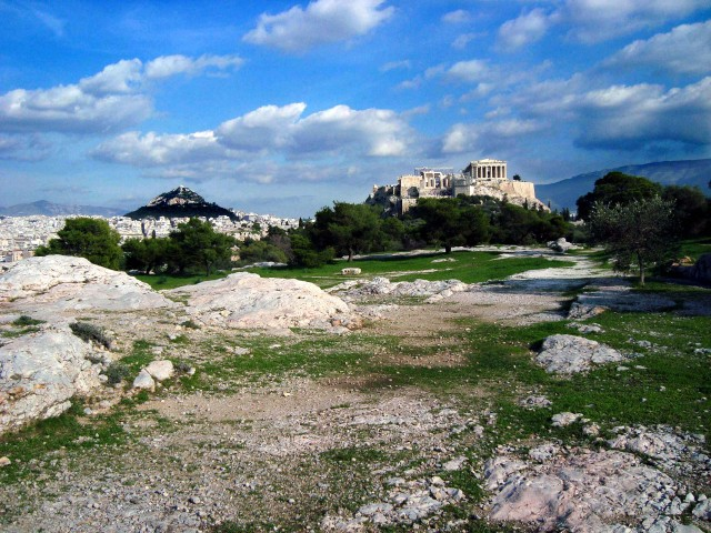 Die Akropolis, im Hintergrund Athen und der Lykabettos, (c) Gerda Kazakou
