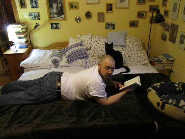 Tobias Wimbauer lesend