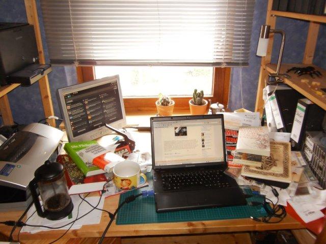 Eines der bevorzugten Leseplätzchen von Michael Kieweg: sein Schreibtisch