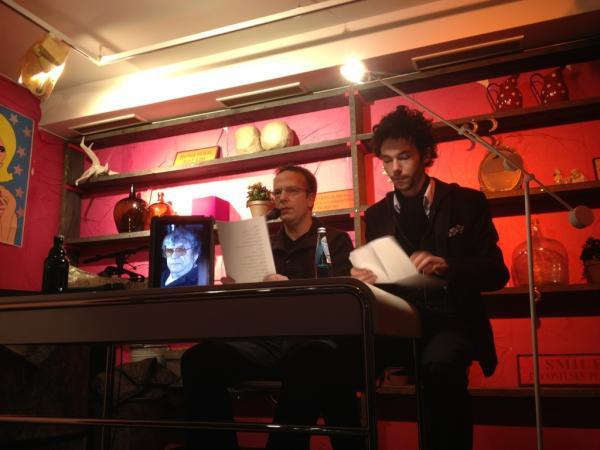 @arschhaarzopf und @HerrVanBohm beim Lesen im 4010 zu Berlin am 12. Januar 2012.
