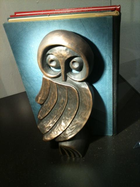 Wer hätte das gedacht? Diese formschöne Buchstütze ist ein Buderus Kunstguss von der Bosch Thermotechnik GmbH.