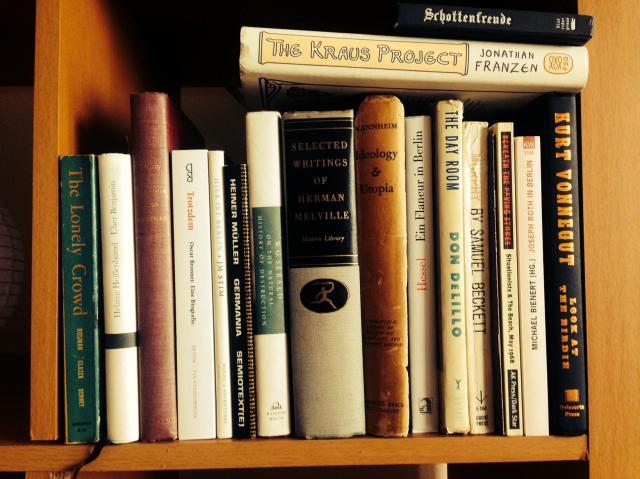 Shelfie no. 2 von @NeinQuarterly aka Eric Jarosinski