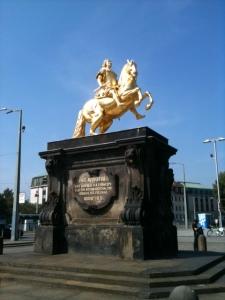 Joachim Witt sang zwar einst, dass er der Goldene Reiter sei, aber eigentlich ist es August der Starke (1670 – 1733)