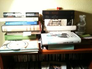 Gefahren des Lesens: Herabfallende Bücher. Abb. 1