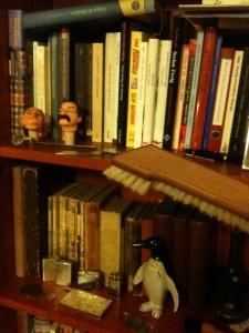 Gefahren des Lesens: Im Einsatz gegen Staub - die Bücherbürste, Abb. 2